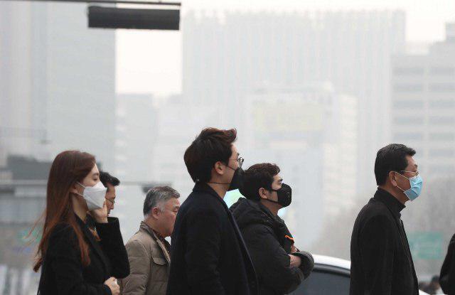 올봄 특히 심한 미세먼지는 환경, 생태위기가 결코 나와 무관한 문제가 아니라는 경각심을 일깨워줬다.          박종식 기자