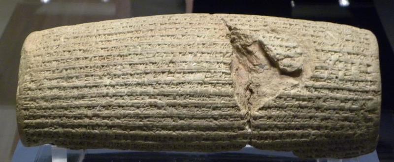 키루스 왕의 관용 정책을 적어놓은 이른바 '키루스 실린더'. 영국 런던의 브리티시박물관에 보관돼 있으며, 뉴욕 유엔본부에는 복제품이 있다. 사진은 키루스 실린더의 원본. 권오영 교수 제공