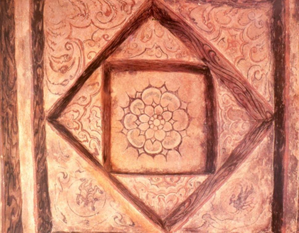 평안남도 남포시 용강에 있는 고구려 고분 쌍영총의 무덤방의 천장을 아래에서 쳐다본 모습. 들여쌓기 방식으로 쌓은 말각조정식 천장이 우물 내부처럼 보인다. 이런 방식은 페르시아 문화권 건축물에 흔하다. 권오영 교수 제공