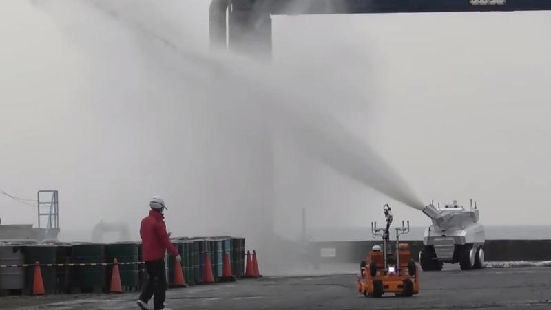 캐논봇은 1분에 4천리터의 물을 뿌려줄 수 있다. 유튜브 갈무리