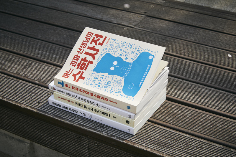 김용관 작가가 쓴 책들. 사진 윤동길(스튜디오 어댑터 실장)