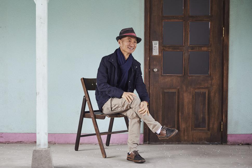 지난 11일, 서울 동교동 경의선 책거리에서 만난 김용관 작가. 사진 윤동길(스튜디오 어댑터 실장)