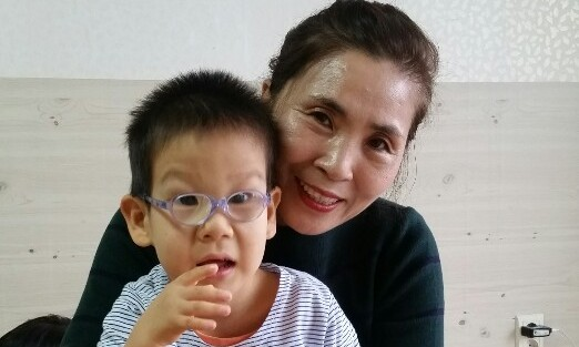 선천성 '로 증후군' 장애인 8살 민호가 그룹홈에 들어갈 수 없는 이유