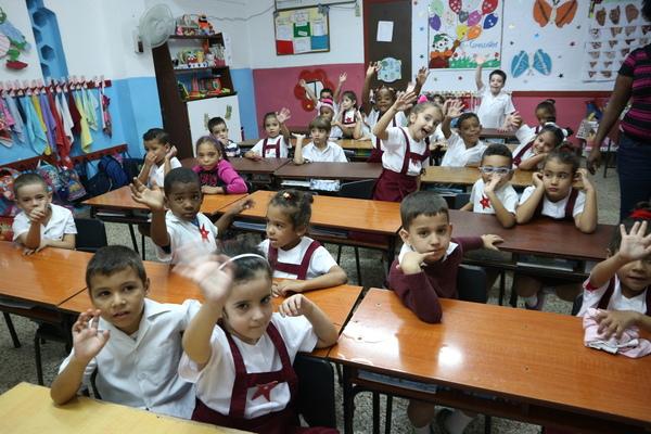 """쿠바 독립의 아버지인 호세 마르티는 """"배우지 못하면 침묵하고 억압을 받는다. 대중이 교육을 통해 의식화될 때 불평등을 타파하고 자유로워질 수 있다""""고 말하며 쿠바 교육의 근간을 이뤘다. 이것이 쿠바가 전국민 무상교육을 제공하는 힘이다. 사진 배진희 교수"""