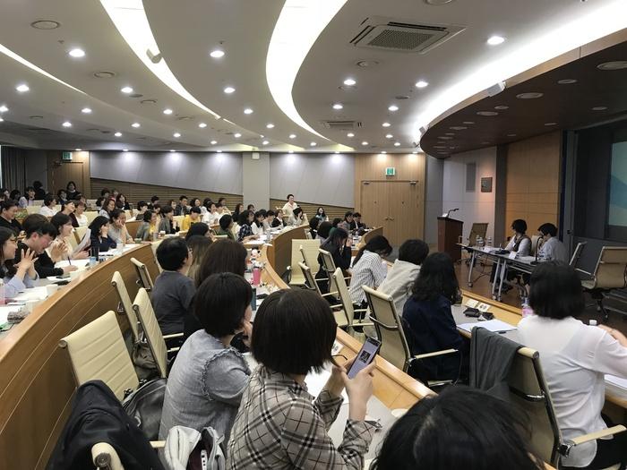 지난 11일 오후 서울 종로구 성균관대에서 연 공동학술회의 마지막 세션에서 발표된 '페미니즘 시대, 보이즈 러브의 의미를 다시 묻다: '탈BL' 담론의 분석'은 250여명 청중들의 뜨거운 반응을 이끌어 냈다. 사진 이유진 기자