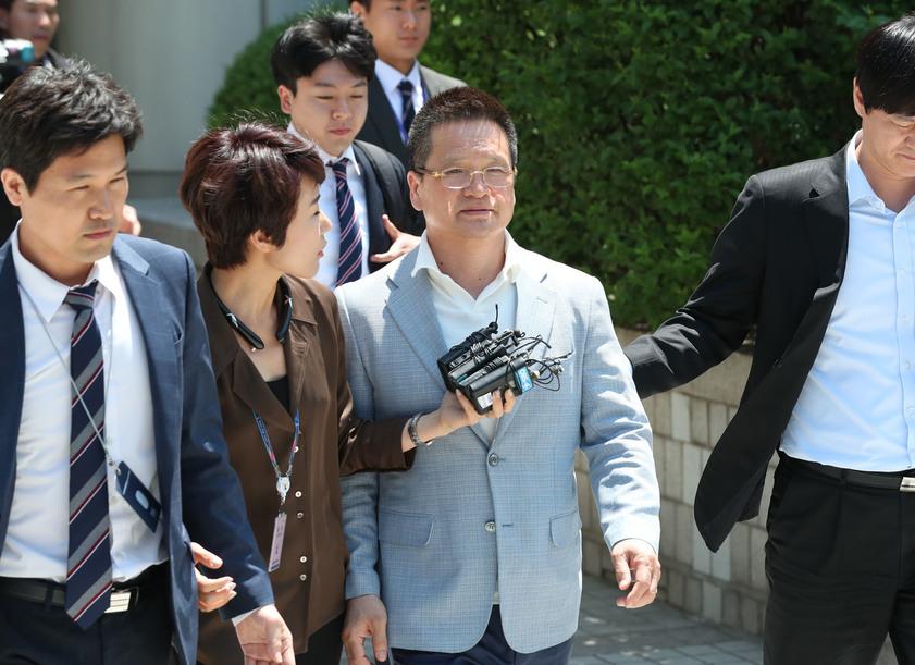 [속보] 윤중천 6년만에 성폭행 혐의 구속…김학의 수사 탄력
