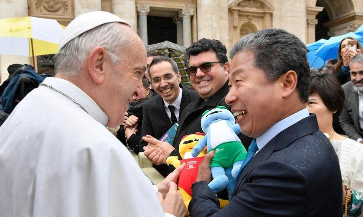 """프란치스코 교황 """"세계평화 위한 광주수영대회 되길 기도"""""""