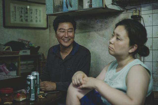 영화 <기생충>의 송강호. CJ ENM 제공
