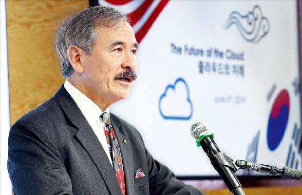 US Ambassador to S  Korea urges companies to avoid using Huawei