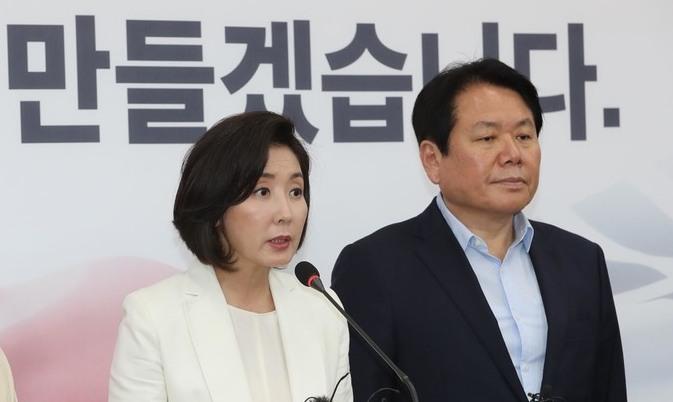 자유한국당 요구 '경제 실정 청문회' 반대 55%