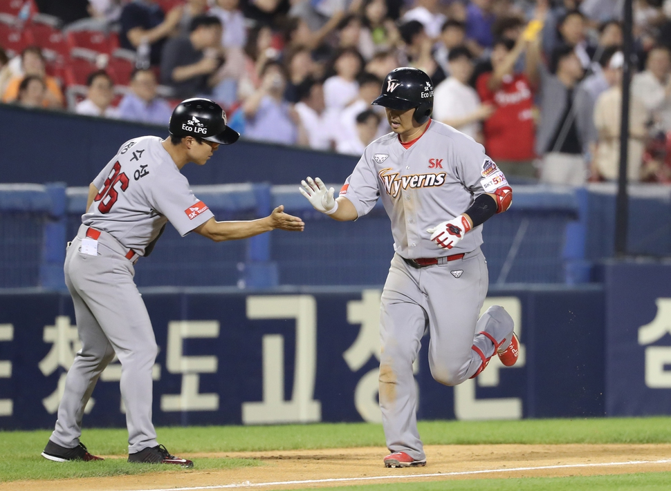 홈런 선두 최정, 19·20포…4경기 연속 홈런