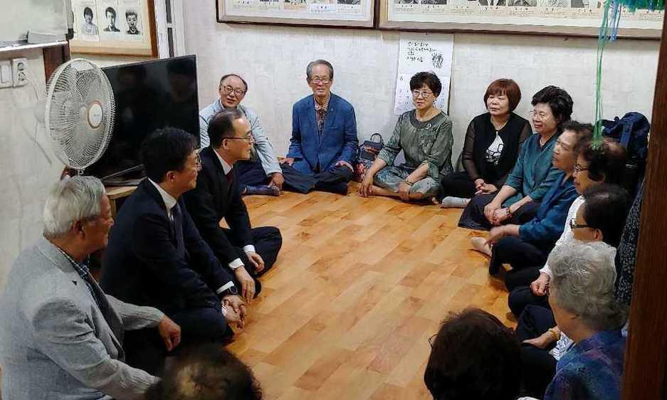 """[속보] 문무일 """"과거 검찰권 남용 사과…정치적 중립 지킬 것"""""""