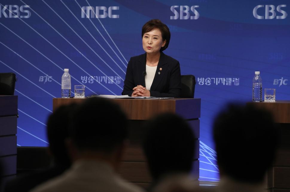 """김현미 """"누가 집 사고 자금 어떻게 조달하는지 다 보고 있어"""""""