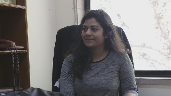 삼성 해고 노동자 프레라나 싱(27)이 지난달 25일 인도 델리 대법원 근처 변호사 사무실에서 <한겨레>와 인터뷰를 하고 있다. 델리/조소영 <한겨레티브이> 피디 azure@hani.co.kr