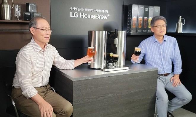 LG가 '캡슐 맥주' 행사를 영국대사관서 한 웃지 못할 사연은?