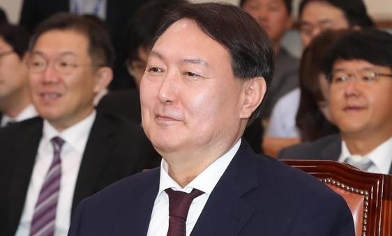 """윤석열 검찰총장 임명 재가…야2당 """"국회 무시"""" 반발"""