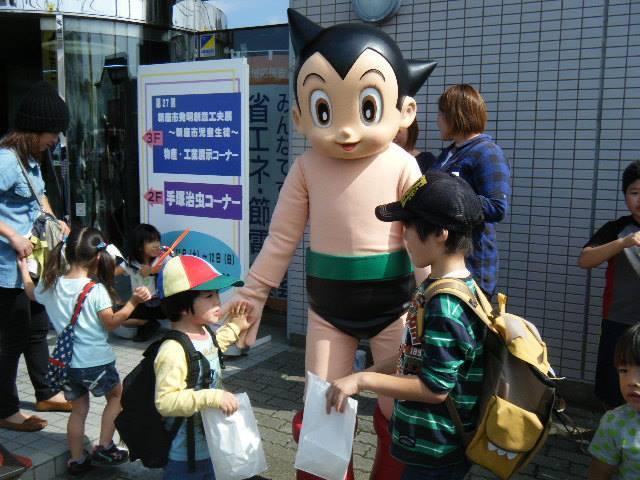 2004년 4월 탄생한 아톰통화는 올해로 15년째가 되는 일본의 '장수 지역화폐'로 도쿄 등 전국 5개 지역에서 사용할 수 있다. 아톰통화 누리집