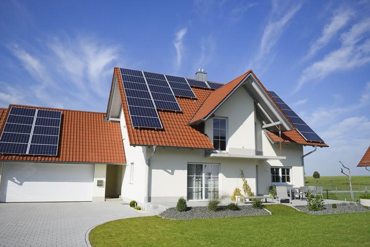한국화학연구원 연구팀이 차세대 태양전지로 주목받는 페로브스카이트 태양전지 효율을 마의 벽인 25% 이상으로 끌어올렸다. 게티이미지뱅크 제공