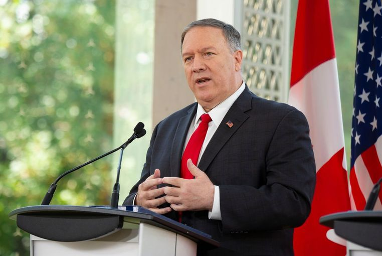 마이크 폼페이오 미국 국무장관이 22일(현지시간) 캐나다 오타와에서 크리스티아 프릴랜드 캐나다 외교장관과 회담한 뒤 공동기자회견에서 얘기하고 있다. 연합뉴스