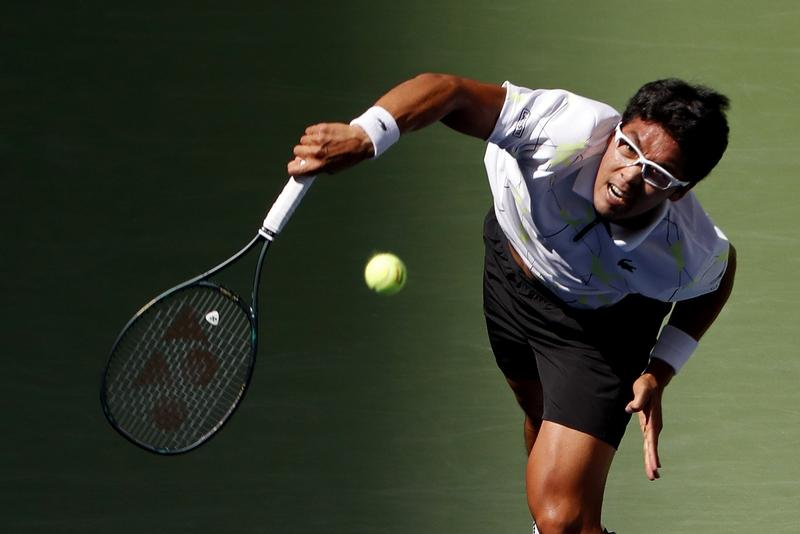 정현이 1일(한국시각) 미국 뉴욕에서 열린 유에스오픈 테니스대회 남자 단식 32강전에서 라파엘 나달을 향해 서브하고 있다. 뉴욕/유에스투데이스포츠 연합뉴스