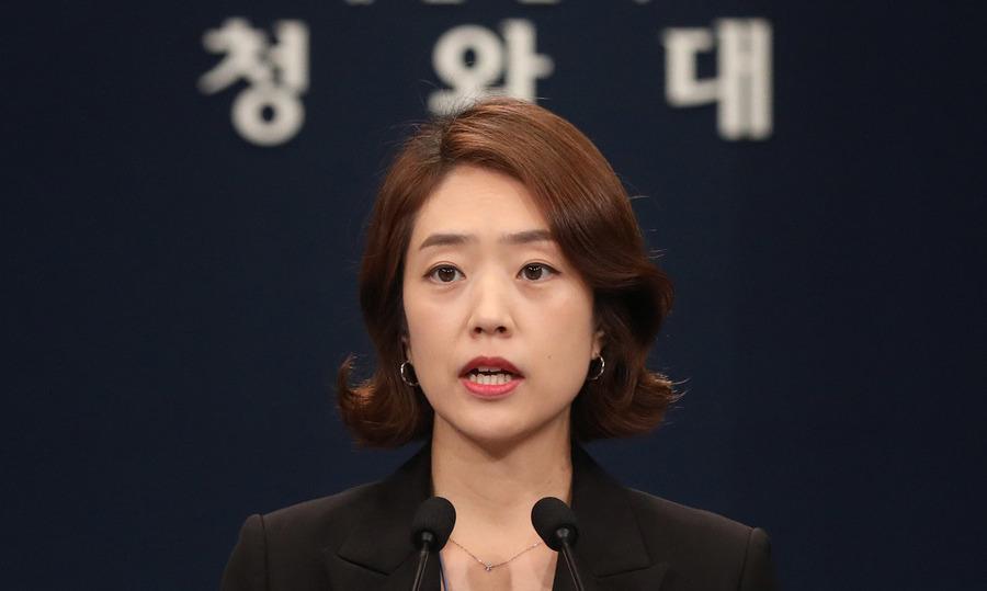 """[속보] 문 대통령, '전용 기록관' 보도에 """"당혹스럽다"""" 불쾌감"""