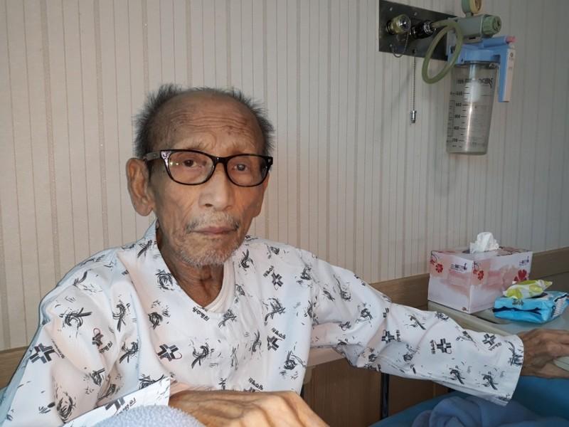 지난해 4월 24일 최고령 비전향 장기수 서옥렬씨가 광주 북구 한 병원에서 송환을 바라는 심경을 이야기하고 있다. 정대하 기자.
