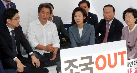 삭발로 힘받는 한국당?…'저스티스 리그' 출범·릴레이 삭발 투쟁