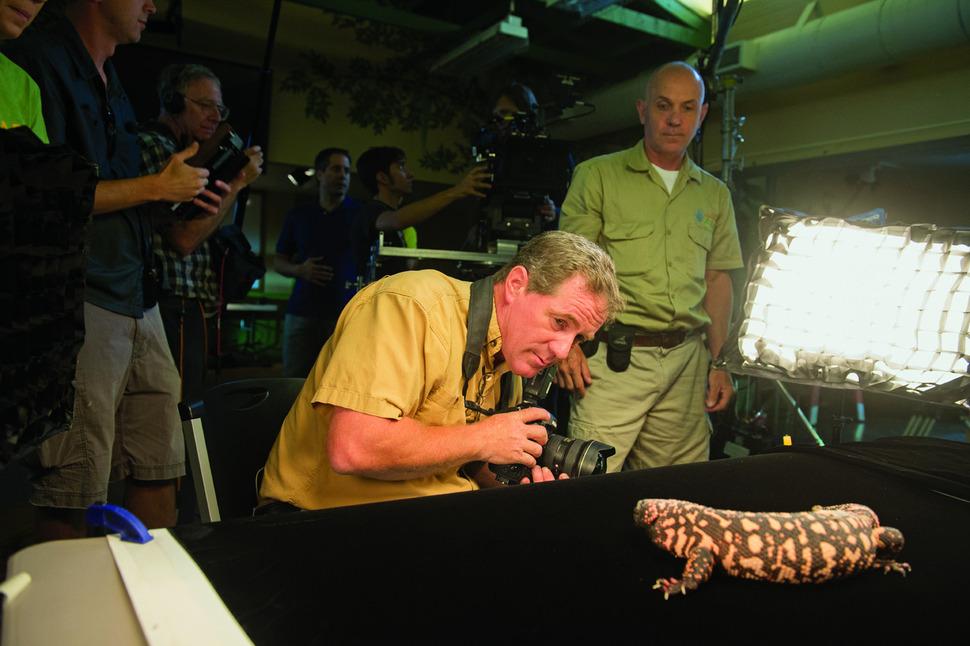 미국 링컨어린이동물원에서 포토 아크 프로젝트를 위해 동물을 촬영하고 있는 조엘 사토리. 사이언스북스 제공