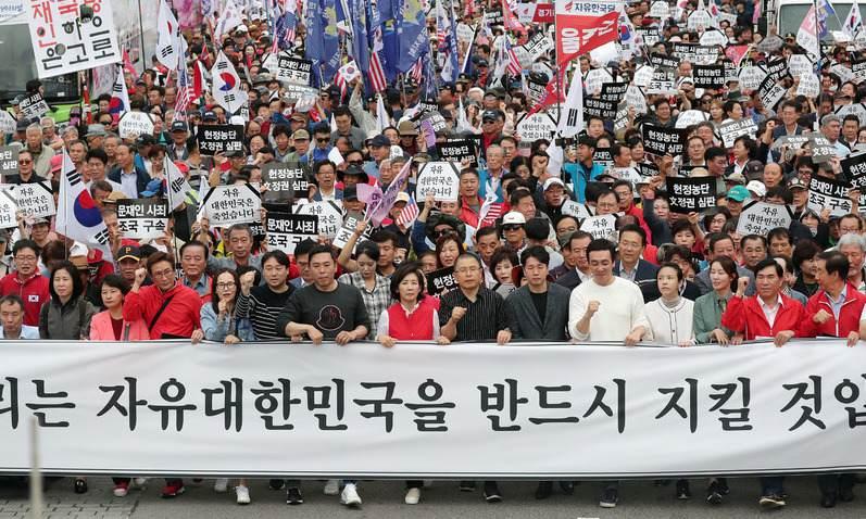 한국당·바른미래당 엇박자…'반 조국연대' 시작부터 꼬여