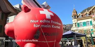 지난해 6월 스위스에서 치러진 '주권화폐 국민투표'를 앞두고 지지자들이 홍보 활동을 벌이는 모습. 위키미디어 코먼스