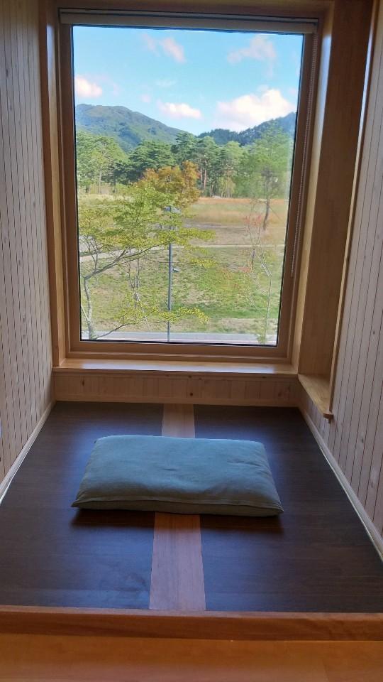 숙소 방마다 이런 명상공간이 있다.