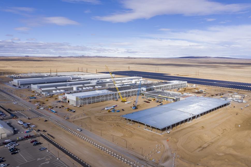 페이스북이 짓고 있는 미국 내 데이터센터 중 한곳. 건설 전부터 재생에너지 조달 계획을 세우고, 유휴 부지에 태양광 패널을 설치한다. 페이스북 제공