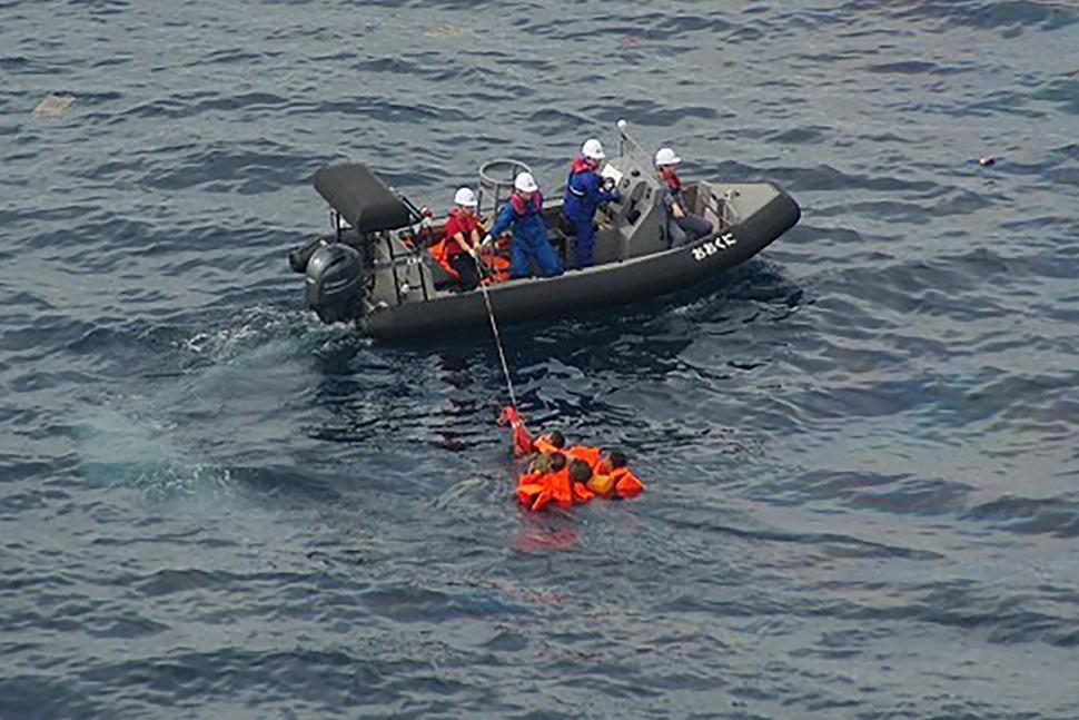 [Photo] N. Korean fishing boat collides with Japanese patrol ship