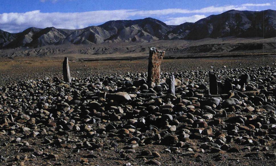 랑첸강 유역에서 발견된 돌무지무덤. 강인욱 제공