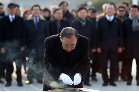 [영상] 반기문, 광주 국립 5·18 민주묘지 참배 현장