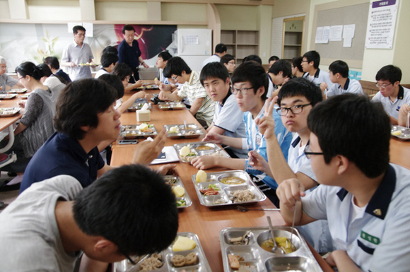 Schools successfully experimenting with vegetarian meals